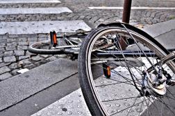 Pomysły (lub ich brak) na miejsca dla rowerów to materiał na osobny wpis