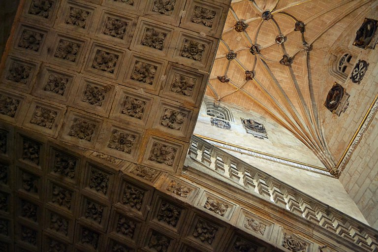 Schody kasetonowe w klasztorze - konstrukcja bez użycia wsporników, opiera się na własnym ciężarze, jedne z 3 takich w Hiszpanii.
