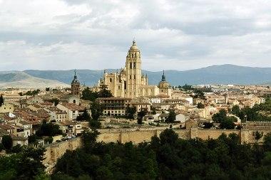 Widok na miasto i katedrę