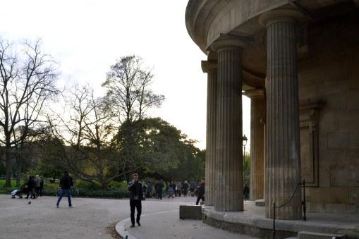 Dawna rotunda celna, dziś wkomponowana w jedną z bram do parku.