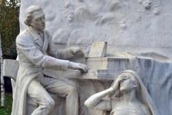 Jeden z najpiękniejszych pomników Chopina - w towarzystwie Nocy i Harmonii, autorstwa Jacquesa Froment-Meurice'a