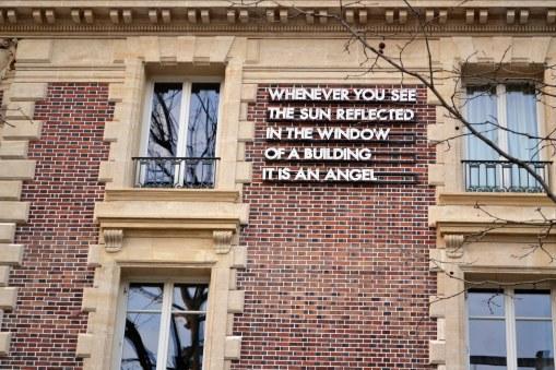"""""""Zawsze gdy zobaczysz słońce odbijające się w oknie budynku, to anioł."""""""