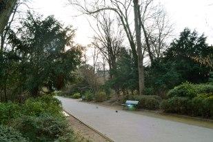 Skwer, a właściwie park René-Le-Gall założony w 1936 w miejscu dawnej wyspy otoczonej starym i nowym korytem rzeki Bièvre.