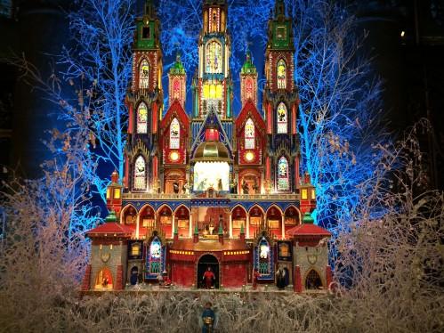 Jeszcze zagubiona pocztówka bożonarodzeniowa. W tym roku w Katedrze Notre Dame szopka krakowska.
