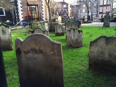 Cmentarz przy parafii Maryi Dziewicy w Rotherhithe.