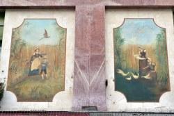 Te nawiązujące do włoskiego renesansu zdobienia powstały dopiero w 1929. Trzeba tylko na chwilę podnieść głowę.