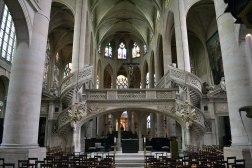 Jak można nie zakochać się w tym kościele? - A teraz wyobraźcie sobie, że w Wielki Piątek na tę galeryjkę z jednej strony wchodzą, a z drugiej schodzą ludzie, by adorować krzyż na górze!