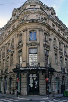 W 2007 roku otwarto tu Pinakotekę Paryską - prywatną galerię opartą o spektakularne wystawy czasowe. Równie spektakularne było jej zamknięcie. 12 lutego ogłoszono, że za 3 dni zostanie zamknięta - w połowie trwania wystawy Lagerfelda. Ponoć za parę lat ma być reaktywowana gdzieś na przedmieściach...