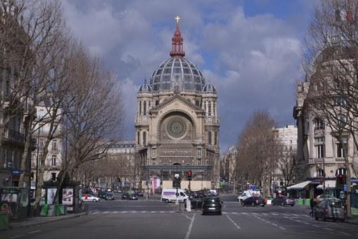 Monumentalny kościół św. Augustyna zaprojektowany przez twórcę dawnych hal handlowych, Baltarda. Struktura nośna opiera się na konstrukcji metalowej, przykrytej jedynie kamieniem. Budowla łączy elementu architektury bizantyjskiej, romańskiej i renesansowej.