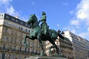 Jeden z wielu pomników Joanny D'Arc.