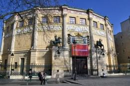 Cyrk zimowy - wzniesiony przez Jacquesa Hittorffa w 1852 roku, z licznymi nawiązaniami do architektury starożytnej.