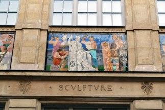 Fasada dawnej fabryki fajansu Loebnitza z 1880 roku. Dekoracje pochodzą z wystawy światowej z 1878 roku.