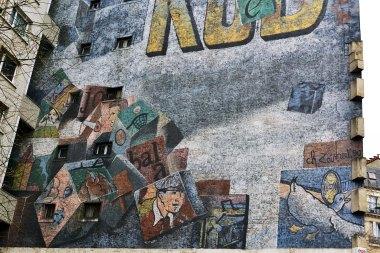 Dawna reklama na rue de Charonne.