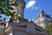 """W 1793 roku plac przechrzczono z """"placu tronu"""" na """"plac wywróconego tronu"""". W tym miejscu między 14 czerwca a 27 lipca 1794 roku kat ze słynnej katowskiej rodziny Sanson zgilotynował 1306 ofiar rewolucji."""
