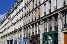 Ulica domów dla rzemieślników, zaprojektowana przez Jean-François Caila (1873). 19 budynków miało być manifestacją nowoczesności. I tak istotnie było. Dwie pierwsze kondygnacje przeznaczono na warsztaty, pozostałe - na mieszkania. Wszystkie miały dostęp do bieżącej wody i gazu, a całość zasilana była potężną maszyną parową.