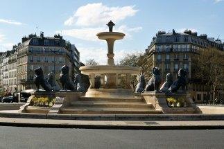 Place Félix-Eboué - fontanna z ośmioma lwami z brązu miała pierwotnie zastąpić fontannę z lwami z Nubii na placu Château-d'Eau (aktualnie Place de la République), którą przeniosiono do Villette (była za mała wobec powiększonego placu). Jednak ostatecznie na placu stanął monumentalny pomnik Republiki i nowa fontanna zagościła w 12. dzielnicy.