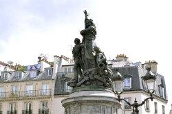 Pomnik marszałka Monceya - dowódcy obrońców z Clichy (1814).