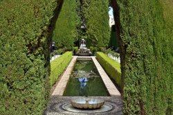 Ogrody Generalife (letnia rezydencja Nasrydów).