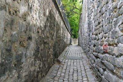 Rue Berton - najwęższa, a jednocześnie najbardziej urokliwa uliczka w mieście.