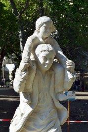 Pomnik księdza Roussela.