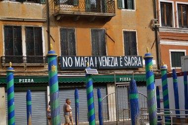 Precz z mafią! Wenecja jest święta.