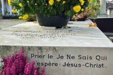 Ionesco - Módl się do Nie-Wiem-Kogo, ufam: Jezusa Chrystusa.