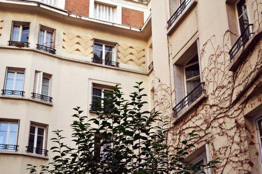 Square Sédillot. Kolejny przepiękny przykład art déco. I wielkie szczęście, bo dzięki życzliwości jednego z mieszkańców udało mi się zwiedzić zamknięty za kratą kompleks budynków.
