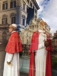 Karuzela z papieżami - tego by i Fellini nie wymyślił!