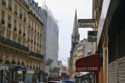 Rue de Belleville - kręgosłup dawnej dzielnicy, brutalnie przepołowiony między dziewiętnastkę a dwudziestkę.