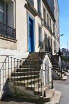 Rue de Bagnolet - wykopana w skarpie na nowo w 1847 roku, aby ułatwić ruch wozów z kamieniami na budowę fortyfikacji Thiers.