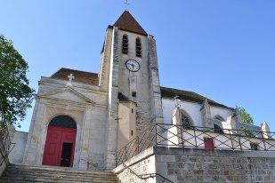 Kościół św. Germana z Auxerrois. Według tradycji w jego miejscu święty miał w 429 roku ochrzcić Genowefę, patronkę Paryża. Kaplicę zbudowano w IX wieku, następnie rozbudowywano w XIII i XV wieku.