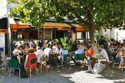 W cieniu magnolii - restauracja Le Magnilia.