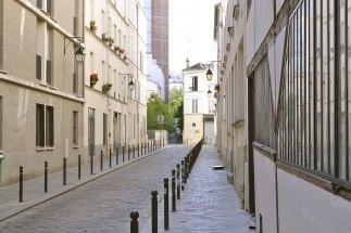 Uliczki tej części dzielnicy wyznacza dawna siatka winnic. Sporo tu też urokliwych zaułków.