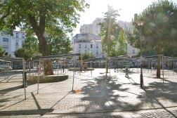 Plac Réunion - nazwa nie ma nic wspólnego z francuską wyspą. To po prostu miejsce, gdzie spotykają się dwa miasteczka: Charonne i Avron, wcielone do jednej dzielnicy w 1860 roku.