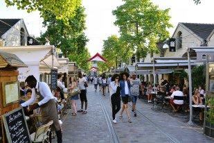 Cour Saint-Emilion w niedzielne popołudnie. Ten tłum Paryżan mówi sam za siebie.