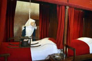 Do dyspozycji chorych były wydzielane łóżka - jak widać ogrzewane.