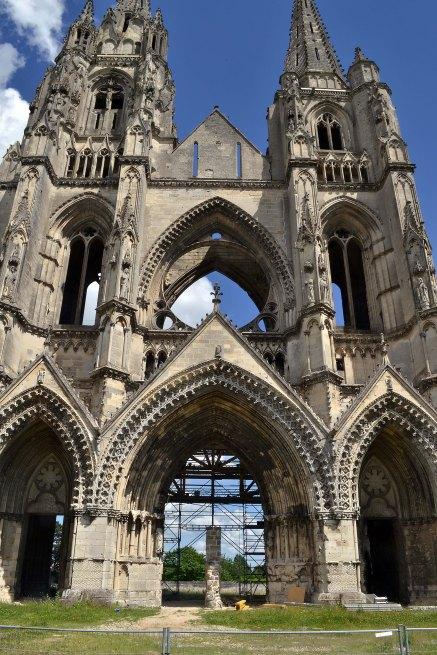 Pozostałości zniszczonego przez hugenotów opactwa św. Jana od winnic