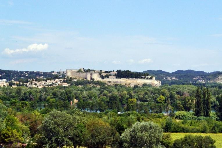 Po drugiej stronie Rodanu Villeneuve-les-Avignon.