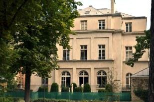 Dawny pałac Violeta, zamieniony później na remizę strażacką.