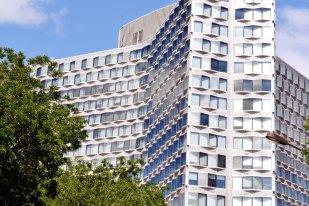 Najnowsza, przybrzeżna część dzielnicy: Front-de-Seine, powstała w latach 70. Tutaj: Tour Mirabeau.