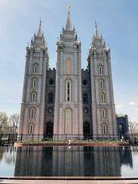Świątynia - czyli połączenie katedry, świątyni jerozolimskiej i luksusowego hotelu.